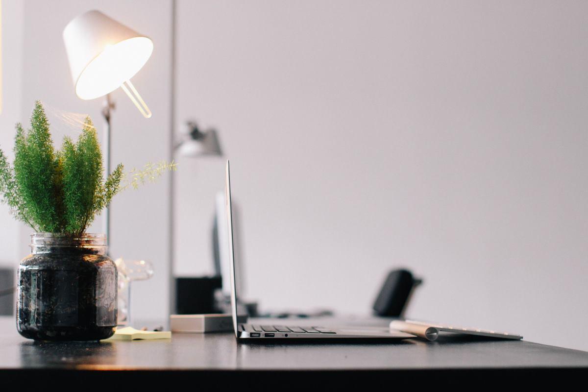 Mantén tu escritorio despejado. 4 consejos para lograrlo